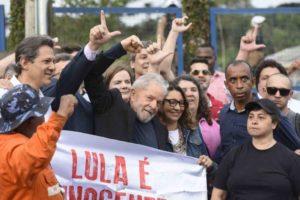 Lula deixa cadeia